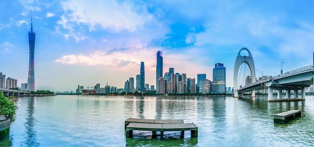 Stedelijke skyline en architectonisch nachtlandschap Premium Foto
