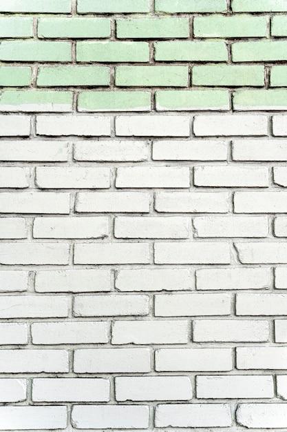 Stedelijke witte bakstenen muur met tegels Premium Foto
