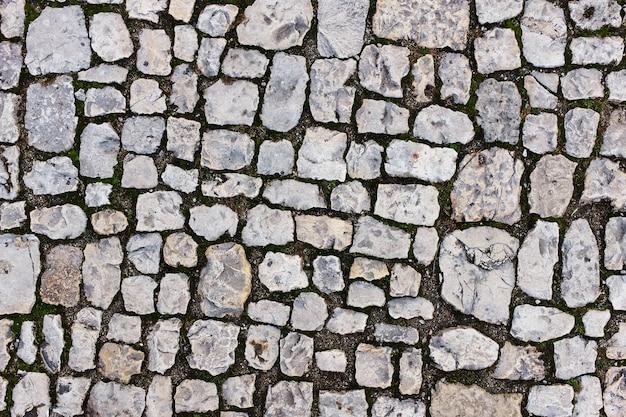 Stenen klinkers van grijze stenen in de buurt van het oude kasteel. Premium Foto