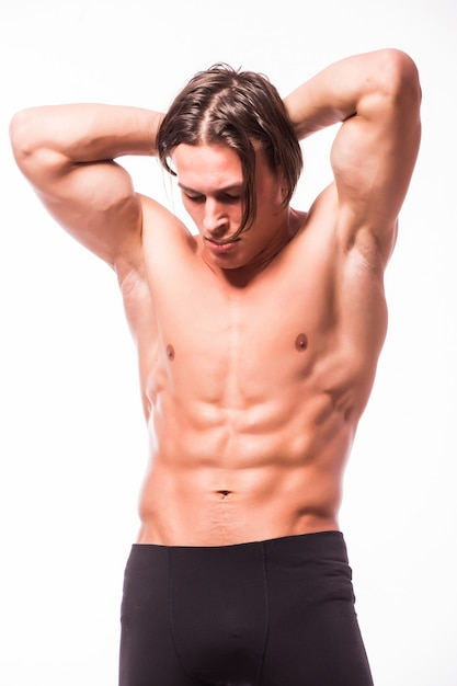 Sterke atletische man buigen torso geïsoleerd op een witte muur Gratis Foto