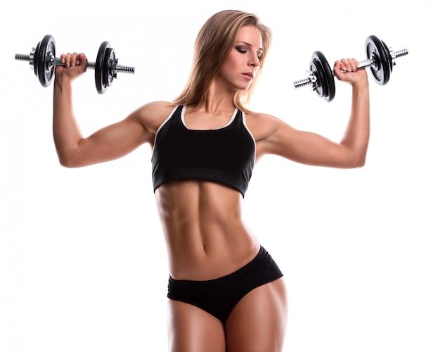 Sterke fitness vrouw met halters Premium Foto