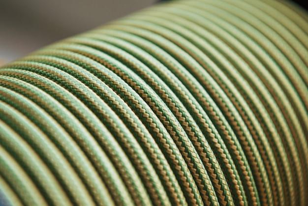 Sterke kabels. veel van de groen gekleurde knopen voor de sport- en scheepsuitrusting Gratis Foto