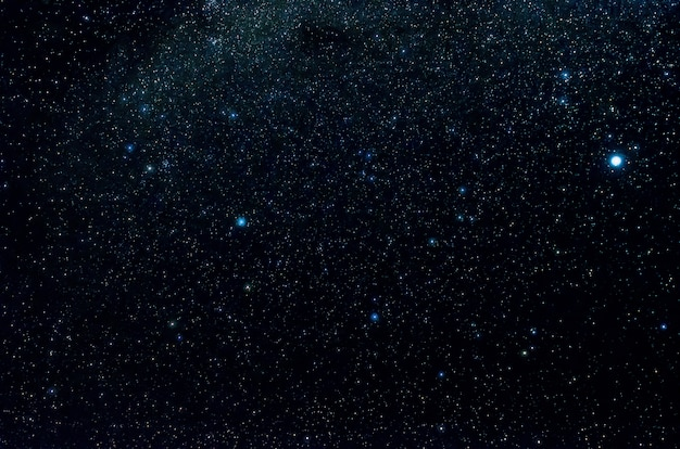 Sterren en melkweg heelal hemel nacht universum zwarte sterrenhemel van glanzend starfield Premium Foto