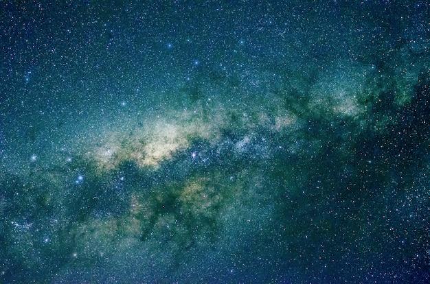 Sterren en melkweg kosmische ruimte nacht nacht universum zwarte sterrenhemel Premium Foto