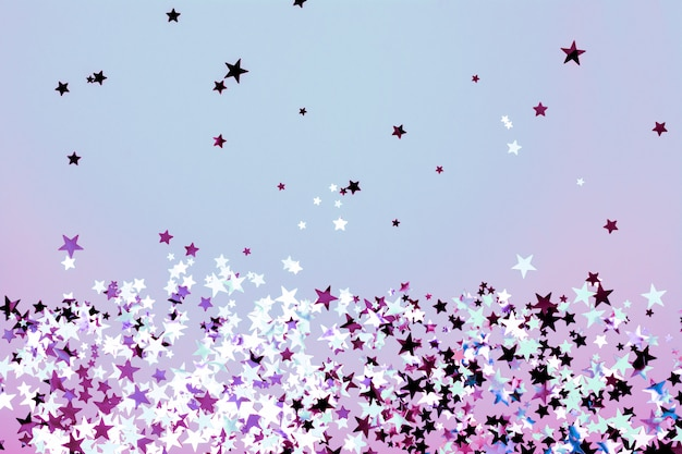 Stervormige confetti blauwe en paarse achtergrond Premium Foto