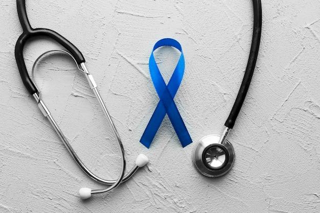 Stethoscoop rond lint van darmkanker Gratis Foto