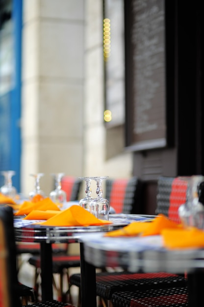 Stijlvolle terras in parijs, frankrijk Premium Foto