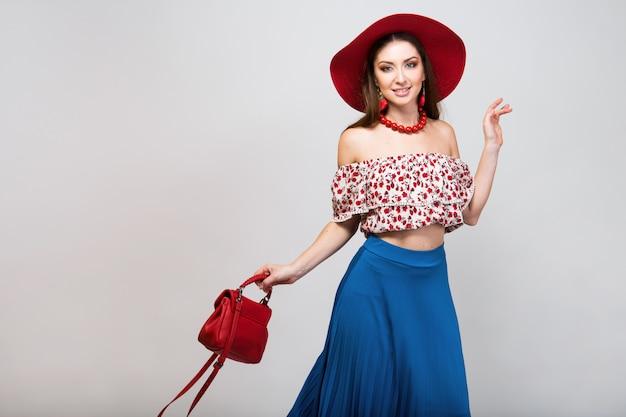 Stijlvolle vrouw in geïsoleerde zomer outfit poseren in mode trend geïsoleerd Gratis Foto