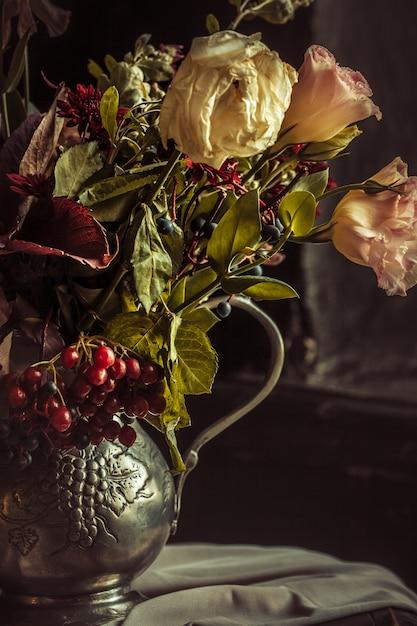 Stilleven met herfstbloemen Gratis Foto