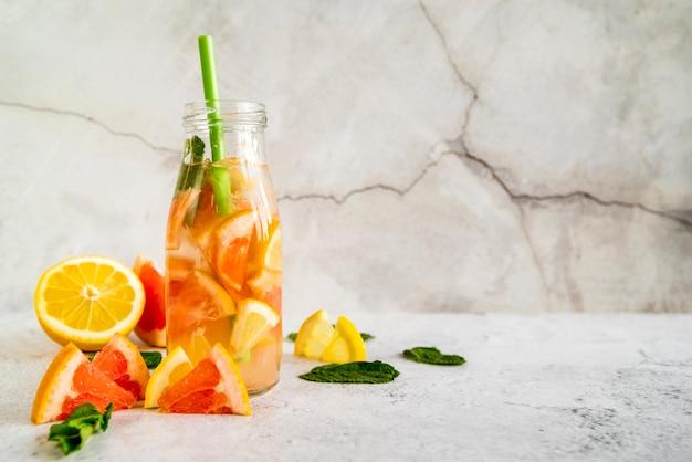 Stilleven van een smakelijke zomer smoothie Gratis Foto