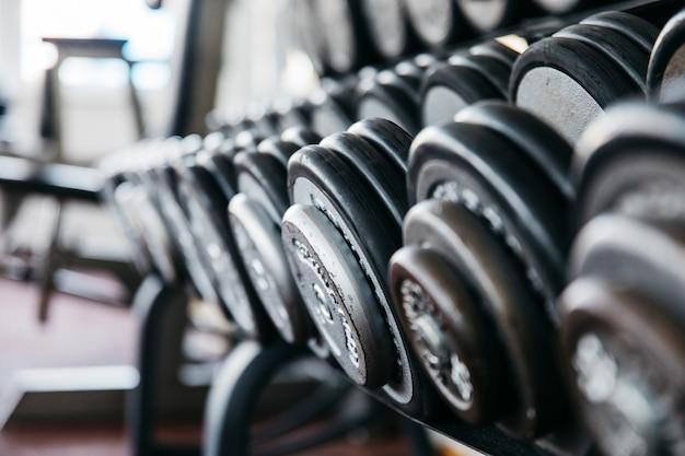 Stilleven van fitnessapparatuur Gratis Foto
