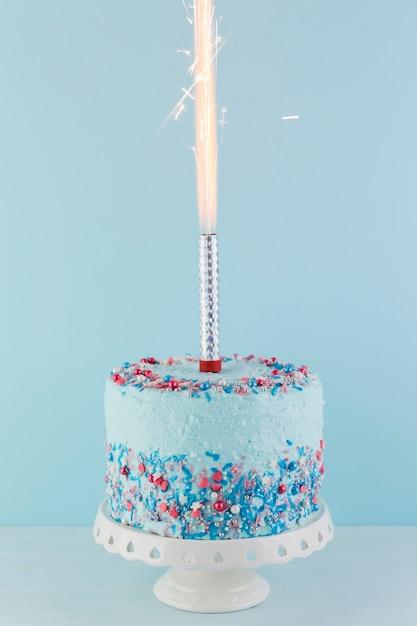 Stilleven van smakelijke verjaardagstaart Gratis Foto