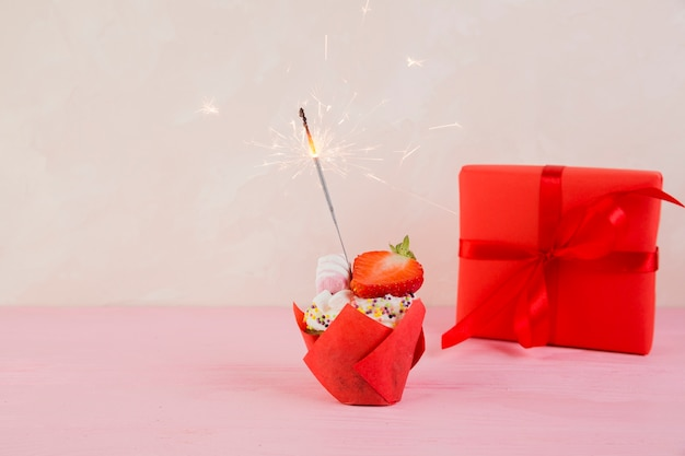 Stilleven van verjaardagselementen Gratis Foto