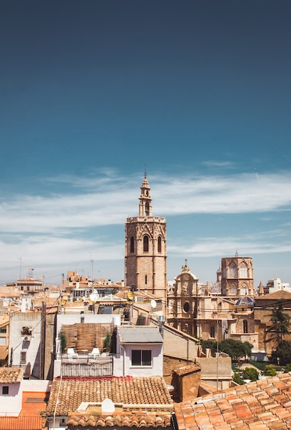 Stock foto van een prachtig uitzicht op torre del micalet in valencia Premium Foto