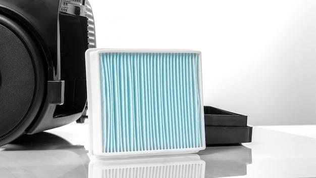 Stofzuiger stoffilter, reserveonderdeel, benodigdheden, op een wit. Premium Foto