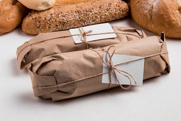 Stokbrood onder hoge hoek met brood Gratis Foto