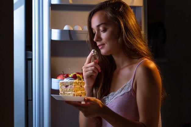 Stop het dieet en win extra kilo's door koolhydraatrijk voedsel en ongezond eten Premium Foto