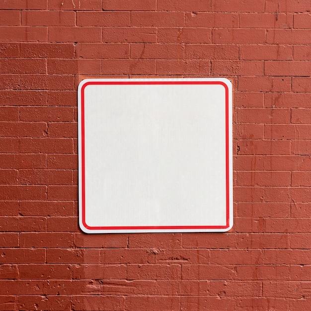 Straatteken op baksteen de ruimte van het de bouwexemplaar Gratis Foto
