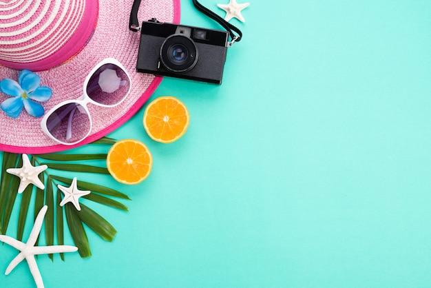 Strandaccessoires voor zomervakantie en vakantieconcept. Premium Foto