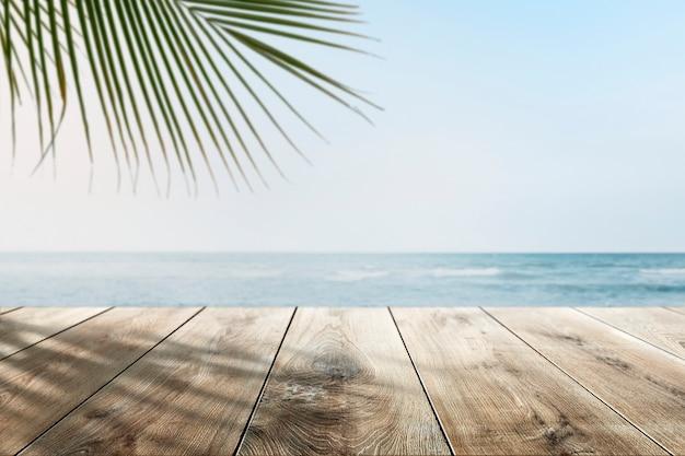 Strandproductachtergrond met houten toonbank Gratis Foto