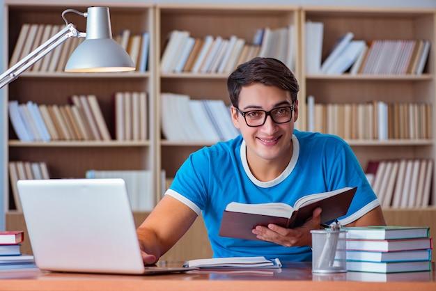 Student college examens voorbereiden Premium Foto