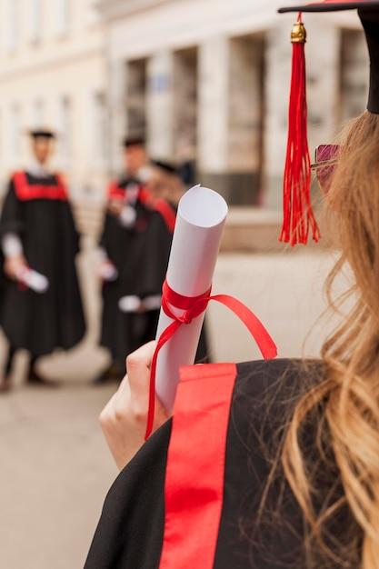 Studenten bij diploma-uitreiking Gratis Foto