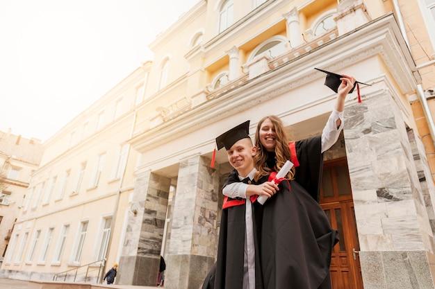 Studenten vieren afstuderen Gratis Foto