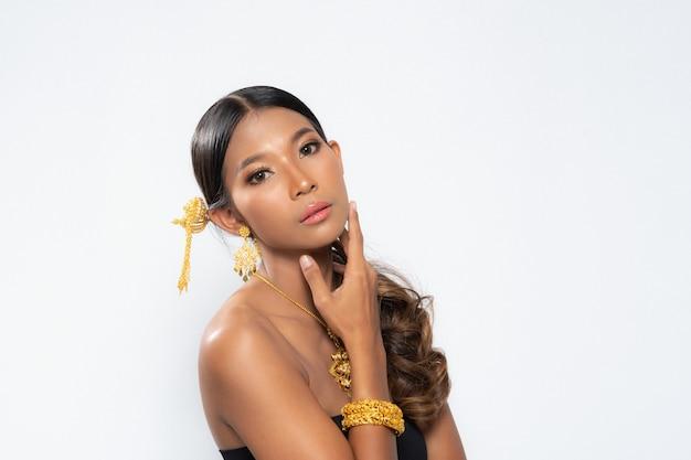 Studio verlichting fotografie schoonheid vrouw. Premium Foto