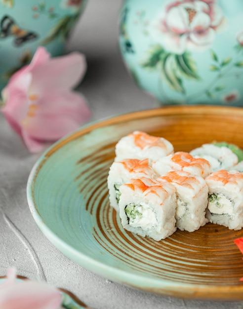 Sushi met komkommer en mayonaise Gratis Foto