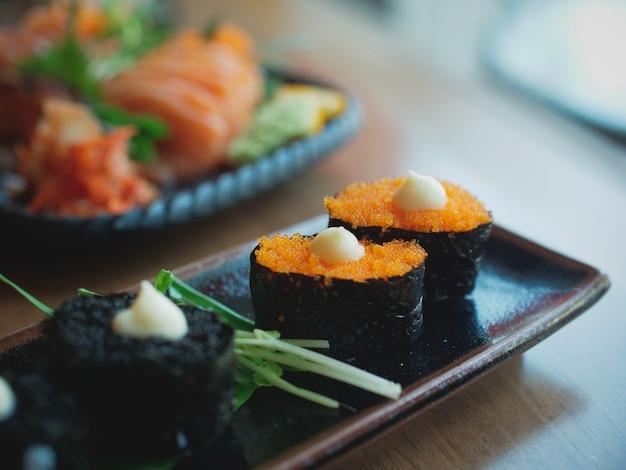 Sushi op het gerecht, japans eten Premium Foto