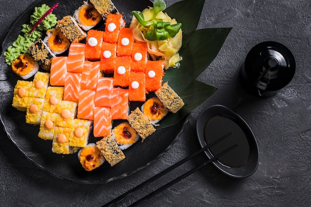 Sushischotel bij aziatisch restaurant Gratis Foto