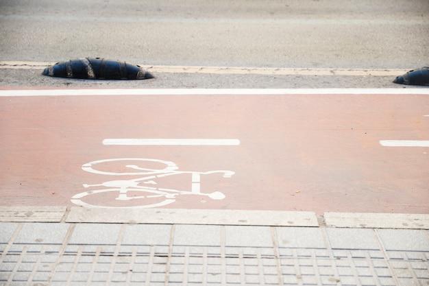 Symbool om de weg voor fiets aan te geven Gratis Foto