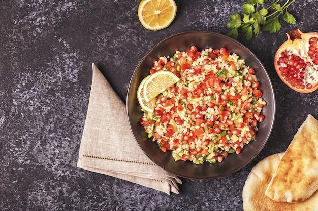 Tabbouleh salade traditioneel arabisch gerecht Premium Foto