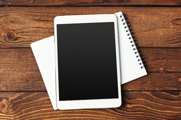 Tablet met kladblok Premium Foto