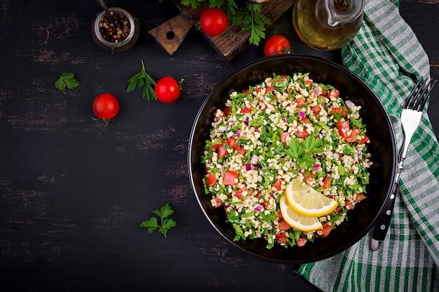 Tabouleh salade. traditioneel midden-oosters gerecht Premium Foto