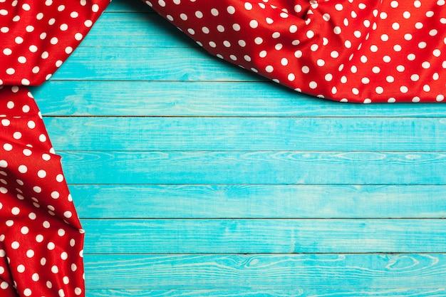 Tafelkleed op houten tafel Premium Foto