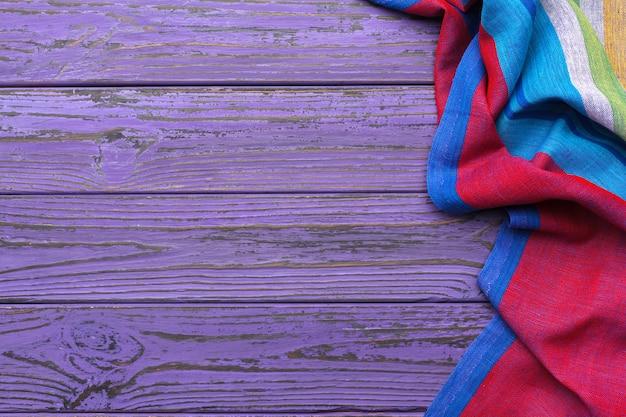 Tafelkleedtextiel op houten achtergrond Premium Foto