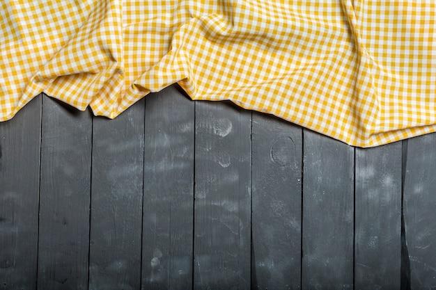 Tafelkleedtextiel op houten oppervlakte Premium Foto