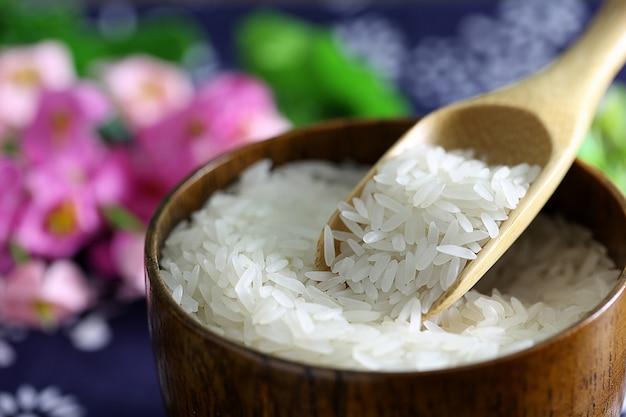 Tai rijst in een houten kom Gratis Foto
