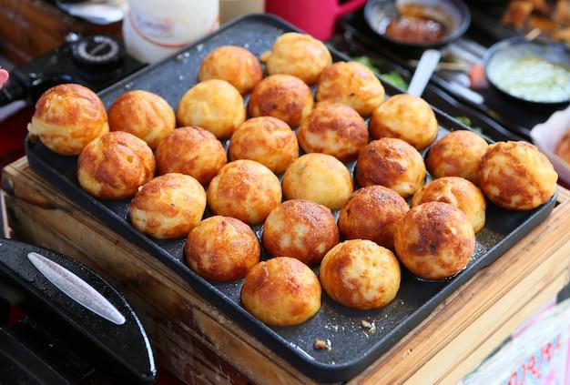 Takoyaki, vleesballen als japanse stijl Premium Foto