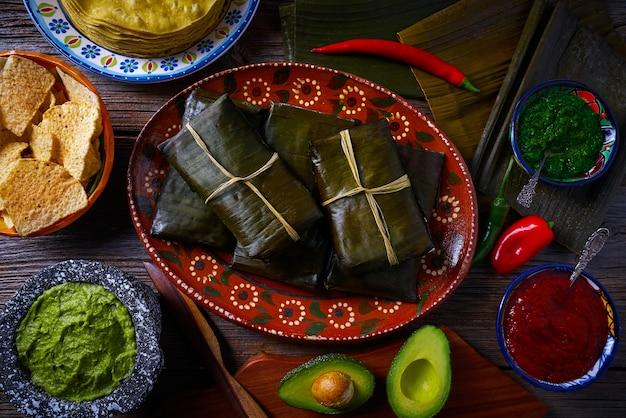 Tamale mexicaans recept met banaanbladeren Premium Foto