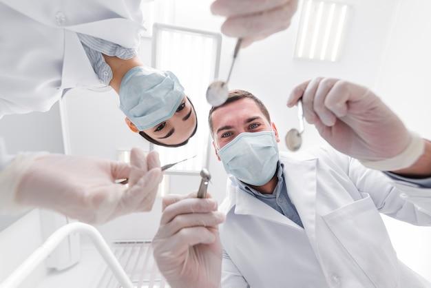 Tandartsen vanuit het perspectief van de patiënt Gratis Foto
