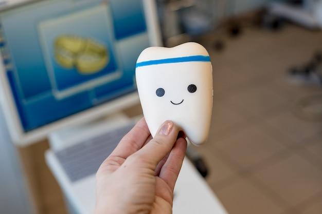 Tandheelkundige apparatuur en tandheelkundige instrumenten die worden gebruikt bij de behandeling van tandartsen en tandartsen door tandartsen Premium Foto