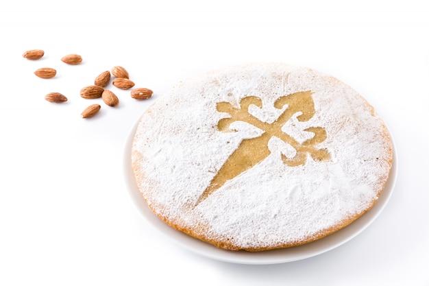 Tarta de santiago. traditionele amandelcake van santiago in spanje, op witte achtergrond wordt geïsoleerd die Premium Foto