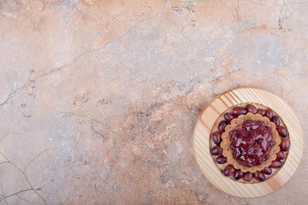 Tartalette met rode confituur en cornel bessen Gratis Foto