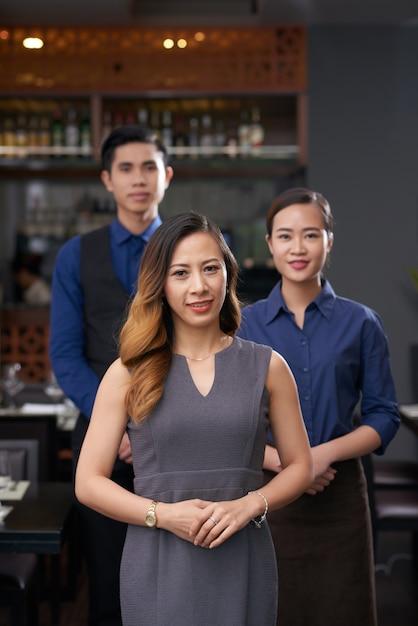 Team van restaurantmedewerkers Gratis Foto