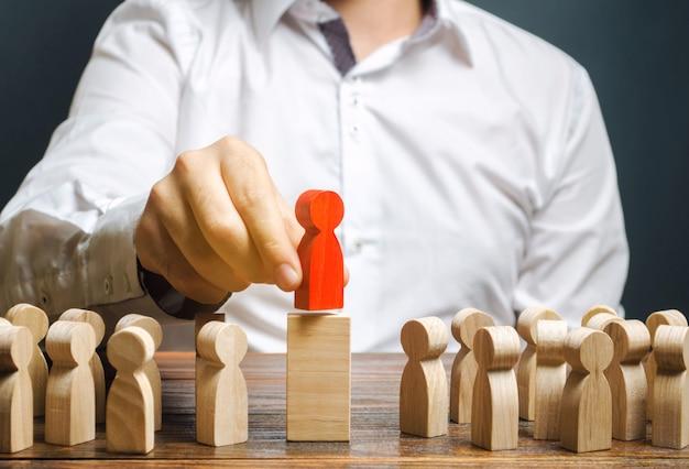 Teamleiderschap concept en het kiezen van een nieuwe leider. Premium Foto