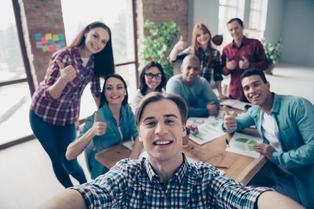 Teamvergadering op kantoor Premium Foto