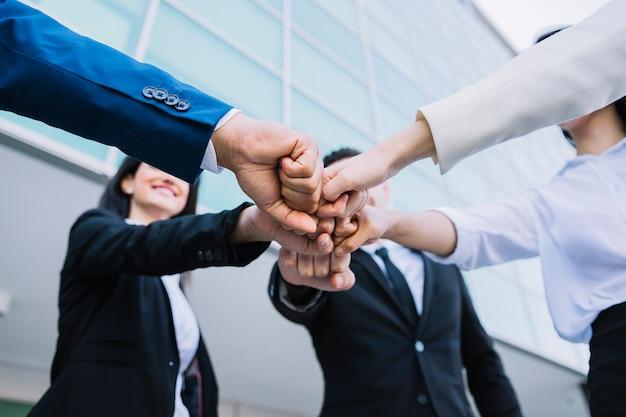 Teamwork concept met mensen uit het bedrijfsleven Premium Foto