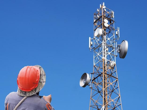 Technicus communicatie toren Premium Foto